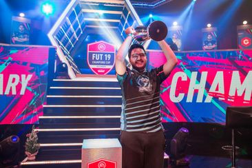 MsDossary is the Gfinity FUT Champions Cup December winner!